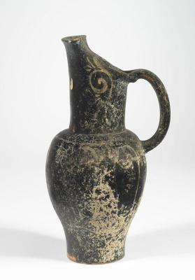 Etruscan pseudo red-figure beaked oinochoe with a draped figure