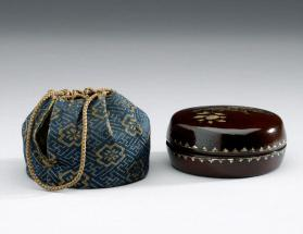 Kōgō incense container with lid accompanied with Shifuku bag