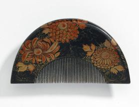 Lacquered comb with red and gold chrysanthemums design