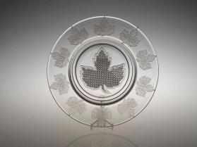 Plate with maple leaf motif