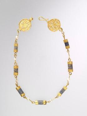 Necklace with two circular terminals decorated in open work