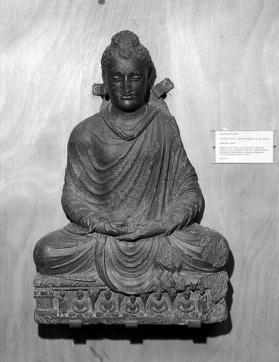 Figure of meditating Buddha