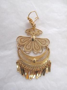 Woman's fiesta earring