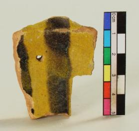 Poly-glaze ware bowl fragment (body sherd)