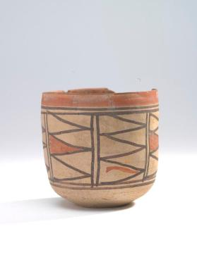 Beaker with geometric decoration