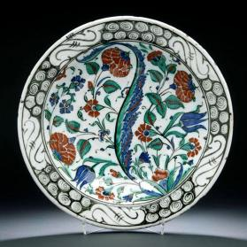 Dish with naturalistic flowers