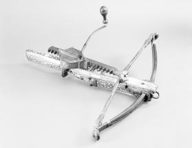 Hunting crossbow and cranequin winder