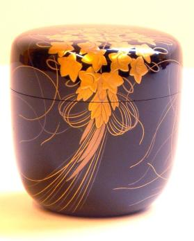 Natsume (tea caddy) with cover, with decoration of kusudama (decorative paper ball)