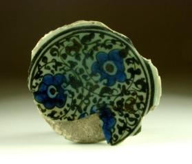Underglaze-painted ware bowl fragment (base sherd)