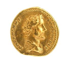Aureus coin with bare head and draped bust of Antoninus Pius