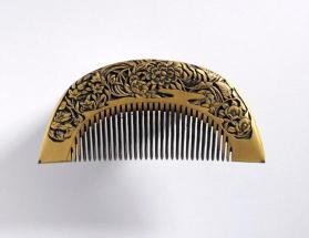 Comb with flower motifs