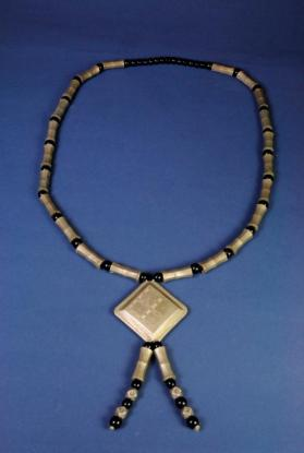 Necklace with pendant (taperkit)