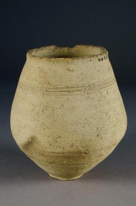 Carinated beaker with incised horizontal line decoration
