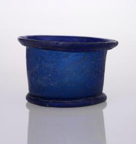 Pyxis with flat base