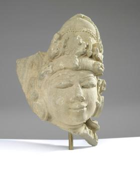 Figure of a female fragment (head)