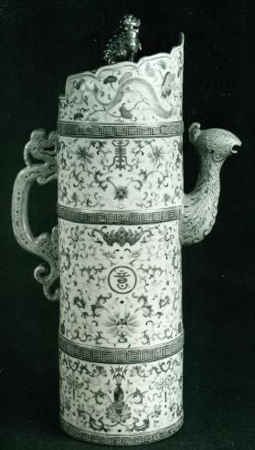 Jingdezhen ware ewer and cover