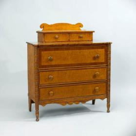 Chest of drawers in Late Sheraton-Early Empire style