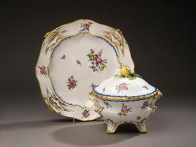 Tureen for stew (pot à oille Saxe or ordinaire), cover and stand