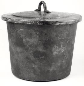 Cooking vessel with lid