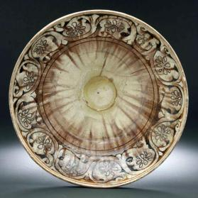 "Bowl of ""Garrus"" ware type with vegetal design"