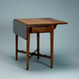 Drop-leaf table with scalloped stretcher