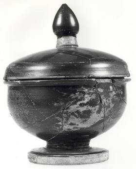 Attic black-gloss pyxis with lid