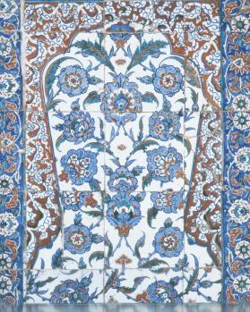 Tile panel with mihrab-shaped arch (assembled from various panels)