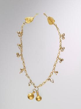 Necklace with pendants and leaf-shaped closures