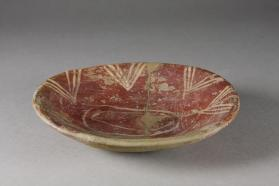 Dish with white painted triangle decoration on interior rim