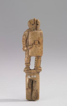 Knife handle in the form of a gladiator with shield and short sword