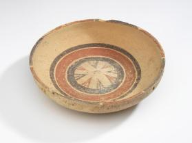 Daunian shallow bowl with geometric decoration