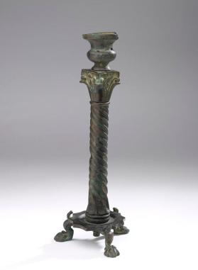 Extendable candelabrum in the shape of a column