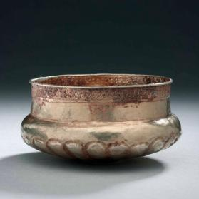 Bowl with lobed bottom