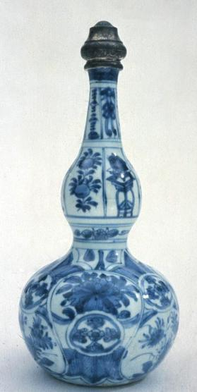 Jingdezhen 'Kraak' ware 'double-gourd' bottle with Turkish silver fittings