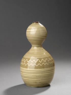 Double-gourd shaped sake bottle with white slip decoration