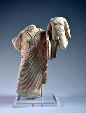 Figure of Aphrodite with two winged Erotes