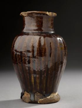 Jar with brown glaze