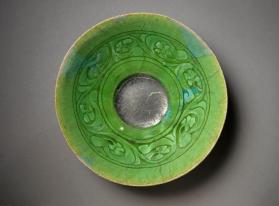 Monochrome green bowl with vegetal design