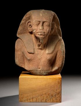 Figure fragment of a king