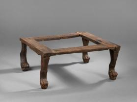 Stool with legs in the form of a lion's foot