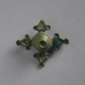 Quadriform brooch