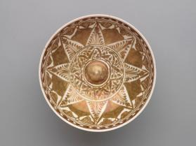 Lustre-ware bowl with omphalos