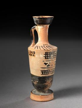 Attic white-ground lekythos decorated with ivy leaf chain and net pattern
