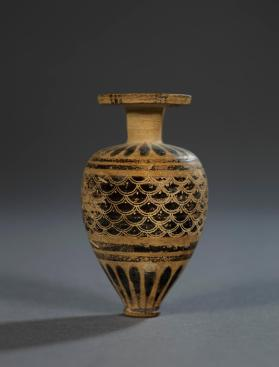 Corinthian aryballos decorated with an incised scale pattern
