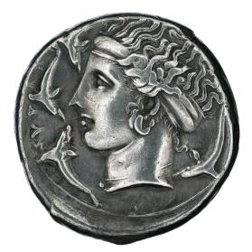 Tetradrachm with fast quadriga; reverse side with Arethusa and dolphins