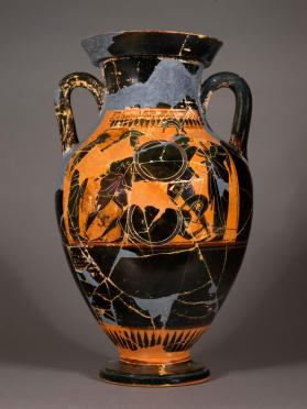 Attic black-figure amphora showing a duel over a fallen warrior and a four-horsed chariot