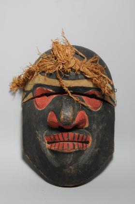 Mask with hinged clapper forehead