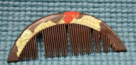 Lacquered wood comb