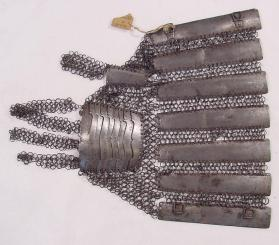 Hand armour or gauntlet for left hand