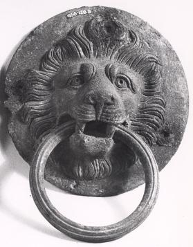 Handle in form of a lion's head